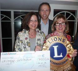 Remise cheque Lions La Baule Mars2012-2