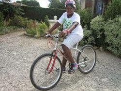 Alex gôute aux joies du vélo !